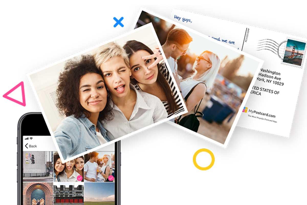 Flatlay mit Smartphone und Postkarten